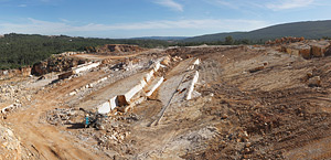 Codurneiro nº4 quarry, where limestone known as Vidraço de Ataíja is extracted.