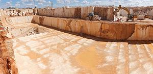 Quarry Cheira-pia do Zé Gomes, where we extract the limestone known as Moca Creme.