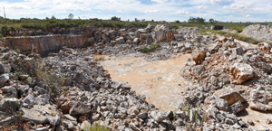 Poberais nº 4 quarry, where limestone for paving is extracted.