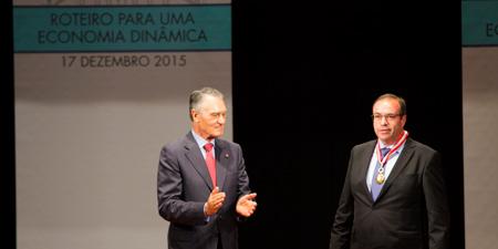 Samuel Delgado condecorado por el Presidente de la República