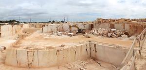 Carrière Cheira-pia do Zé Gomes, où nous faisons l'extraction du calcaire génériquement connu comme Moca Creme.