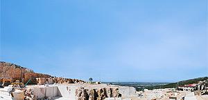 Carrière Vale da Cruz, où nous faisons l'extraction le calcaire connu comme Vidraço de Moleanos.
