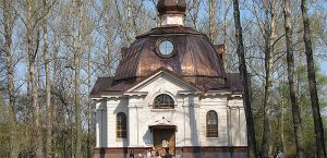 Facades and masonry of the Park Pobedy Chapel, Saint Petersburg, Russia, using honed finish Beige Pérola stone.
