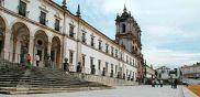 Zona envolvente ao Mosteiro de Alcobaça, Portugal