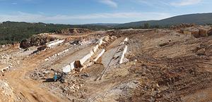 Pedreira Codurneiro nº4, onde é extraído o calcário conhecido como Vidraço de Ataíja.