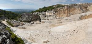 Pedreira Vale da Louceira, onde é extraído o calcário conhecido como Vidraço Vale da Louceira.